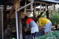 Sebelum beribadah, penganut Shinto bersuci dulu (Wahyu/detikTravel)