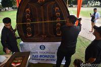 Tas Raksasa Motif Khas Aceh Pecahkan Rekor MURI