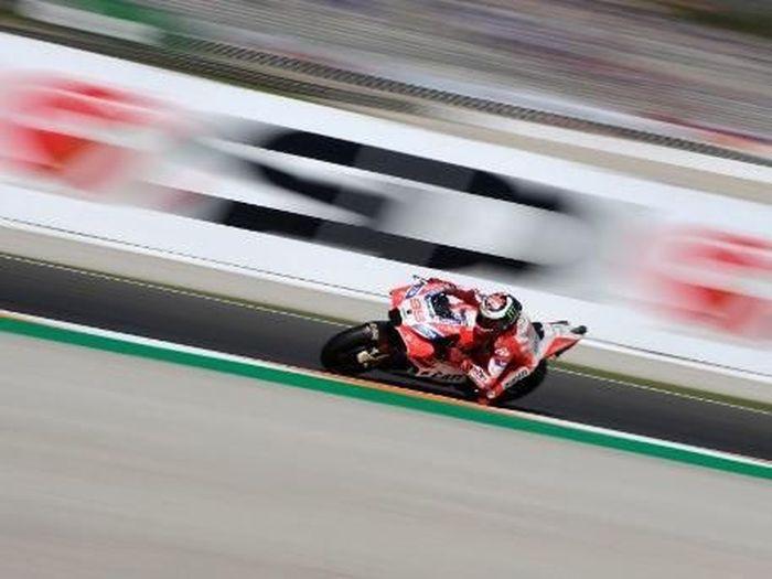 Jorge Lorenzo menolak mengikuti instruksi Ducati untuk memberi jalan pada Dovizioso (AFP PHOTO / PIERRE-PHILIPPE MARCOU)