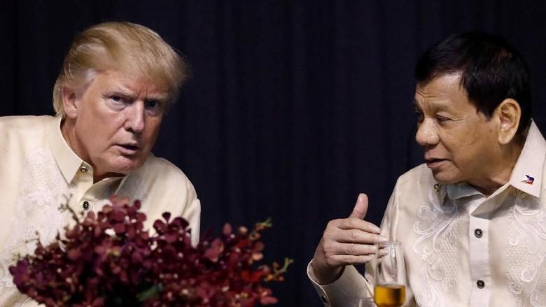 Begini Keakraban Trump dengan Duterte Saat Bertemu di Manila