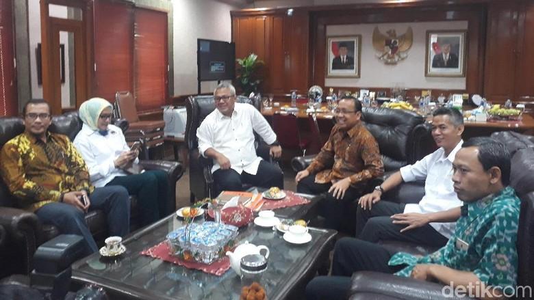 Temui Pimpinan KPU, Mensesneg Bahas Persiapan Pemilu 2019