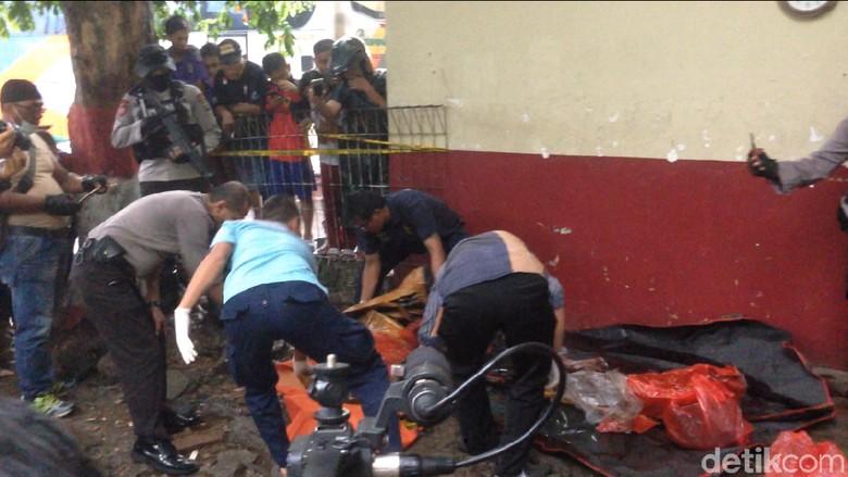 Mayat Terbungkus di Kampung Rambutan Dibawa Pakai Taksi Online
