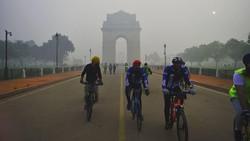 Data tingkat polusi Delhi beberapa hari ini menunjukkan angka tertinggi 1.000 mikrogram per meter kubik. Menghirup udara ini disebut setara merokok 44 batang.