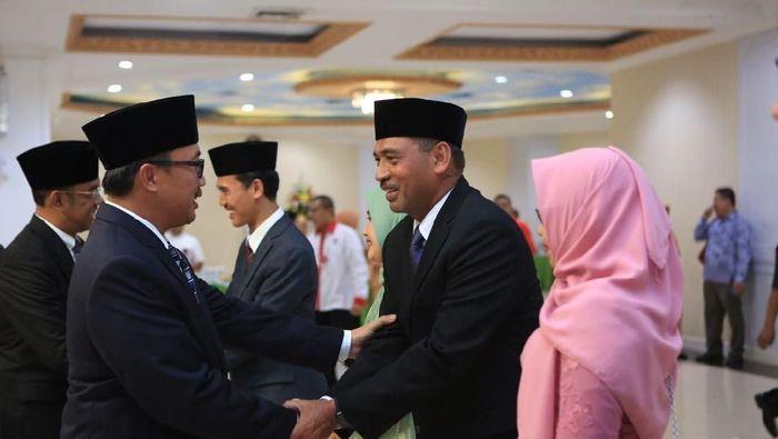 Menpora Imam Nahrawi melantik Mulayana sebagai Deputi Bidang Peningkatan Prestasi Olahraga Kemenpora (dok. Kemenpora)