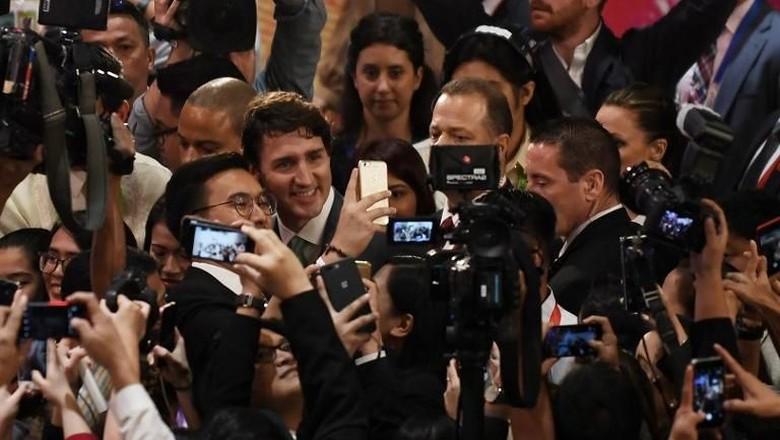 Jurnalis KTT ASEAN Berebut Foto Selfie dengan PM Trudeau