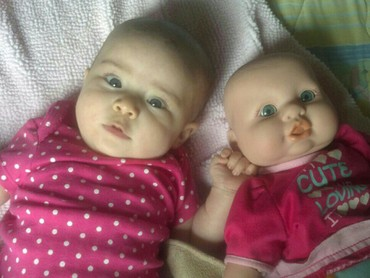 Eits, ini bukan anak kembar ya. He-he-he. (Foto: Instagram/ @missy_aaliyah)