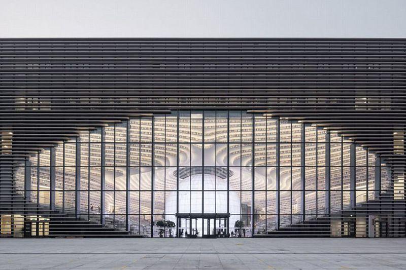 Didesain oleh firma arsitektur Belanda bernama MVRDV, The Tianjin Binhai Public Library memang sangat keren. Dari luar, perpustakaan ini tampak seperti mata (dok MVRDV)