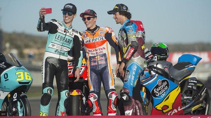 Marc Marquez bersama Joan Mir dan Franco Morbidelli (Foto: Mirco Lazzari gp/Getty Images)