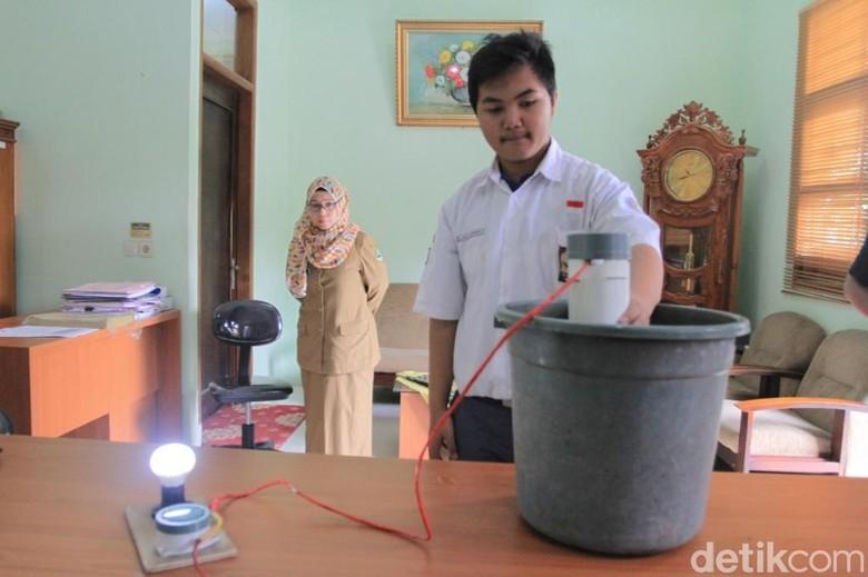 Siswa SMA Kabupaten Bandung Sulap Limbah Jadi Pendeteksi Banjir