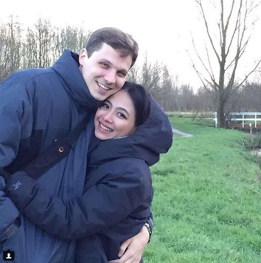 Intip Kemesraan si Seksi Nadia Vega dan Suami