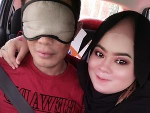 Kisah Cinta Sejati, Istri Dampingi Suami yang Menderita Penyakit Langka