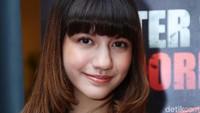Aktris berusia 16 tahun itu terlihat lebih dewasa. Pool/Ismail/detikFoto.