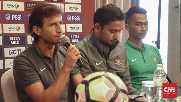 Luis Milla (kiri) bersedia kembali melatih Timnas Indonesia. (