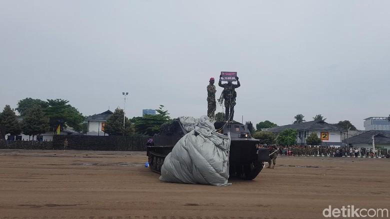 KSAL Beri Hadiah ke Penerjun yang Bisa Mendarat di Atas Panser