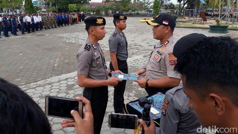 2 Polisi yang Selamatkan Ketua Pengadilan Baubau Dapat Penghargaan