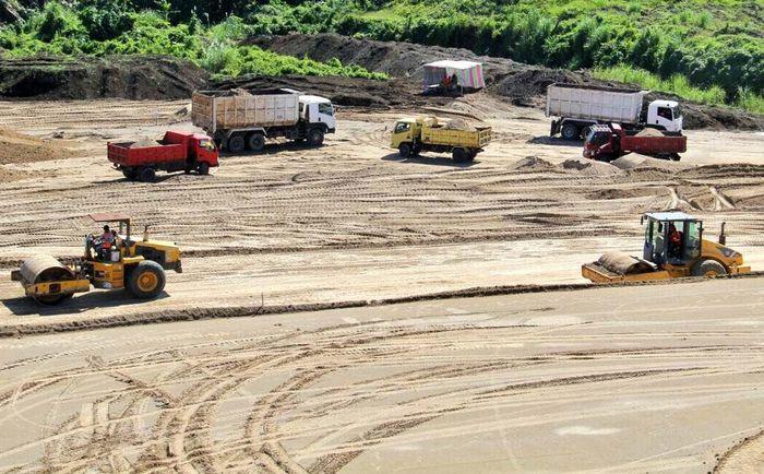 Kehadiran Tol Manado-Bitung yang menghubungkan Kota Manado ke Pelabuhan Internasional Bitung sudah sangat ditunggu masyarakat karena lalu lintas di jalan arteri nasional kerap terjadi kemacetan dan rawan kecelakaan lalu lintas. Pool/Kementerian PUPR.