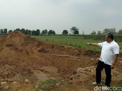 Area pertambangan batu di Mojokerto/