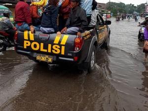 Banjir, Jalan Raya Dayeuhkolot Bandung Lumpuh