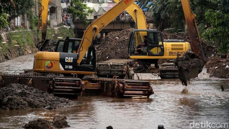 Anies Sebut Pengerukan Kali Krukut Efektif Cegah Banjir