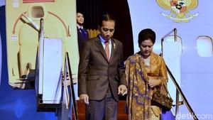 Foto: Mesranya Jokowi yang Gandeng Iriana Saat Tiba di Manado