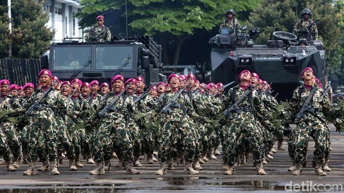 Peringatan Hut Korps Marinir ke 72  Prajurit Marinir melakukan kegiatan peringatan hari ulang tahun Korps Marinir di Jakarta, Rabu (15/11/2017). Korps Marinir memperingati hari ulang tahun (HUT) ke-72 di Lapangan Apel Brigif 2 Cilandak, Jakarta Selatan. Sebanyak 3.500 prajurit pun dilaporkan mengikuti acara tersebut. Grandyos Zafna/detikcom  -. Selain upacara peringatan ulang tahun, dalam kegiatan pagi ini dijadwalkan juga turut digelar defile dari para pasukan Marinir. Dalam sambutannya KSAL Laksamana TNI Ade Supandi mengatakan, di peringatan HUT ke-72 Marinir ini, dijadikan sebagai momentum untuk terus menjadi prajurit tangguh.