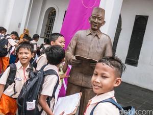 Wow! Banyak Patung Soekarno di Kota Tua