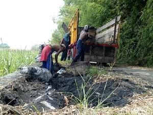 Barang Bukti Limbah Batu Bara Bakar Kaki 5 Warga Dibersihkan, Ada Apa