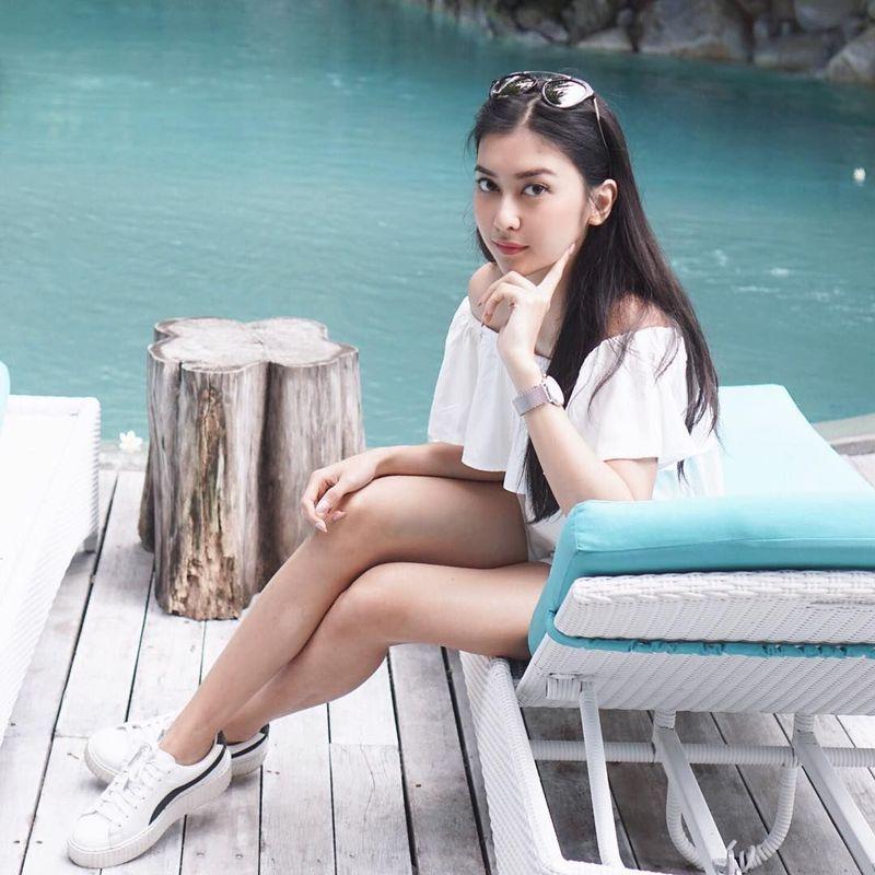 Adalah Kevin Liliana, dara asal Bandung yang berhasil meraih gelar Miss International 2017. Selain berprestasi, dia juga suka traveling. Ini fotonya saat liburan di Bali Juli tahun ini (@kevinlln/Instagram)