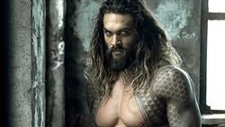 Aquaman, salah satu superhero di film Justice League yang diperankan Jason Momoa. Pada kehidupan nyata, Jason Momoa seringkali climbing alias panjat tebing.