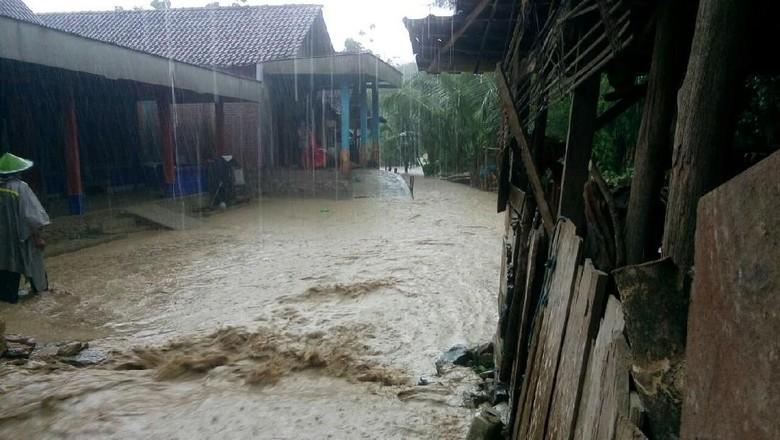 Contoh Berita Bahasa Inggris Tentang Banjir - Contoh Resource