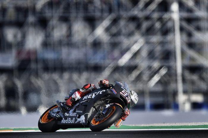 Setelah merengkuh titel juara dunia, Marquez turun di sesi tes musim dingin di Valencia. Dia menunggangi Honda RC213V berkelir hitam. (Honda Racing Corporation)