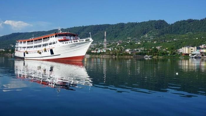 Kapal penumpang di Luwuk