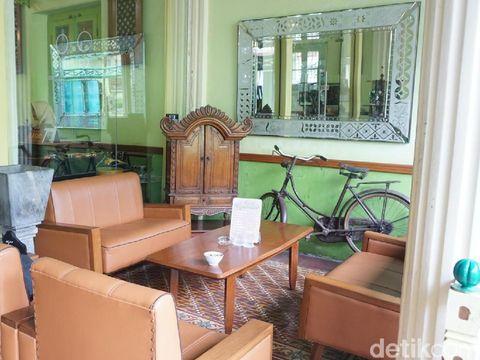 Kedai Gunasti di Kampung Wisata Batik Kauman.