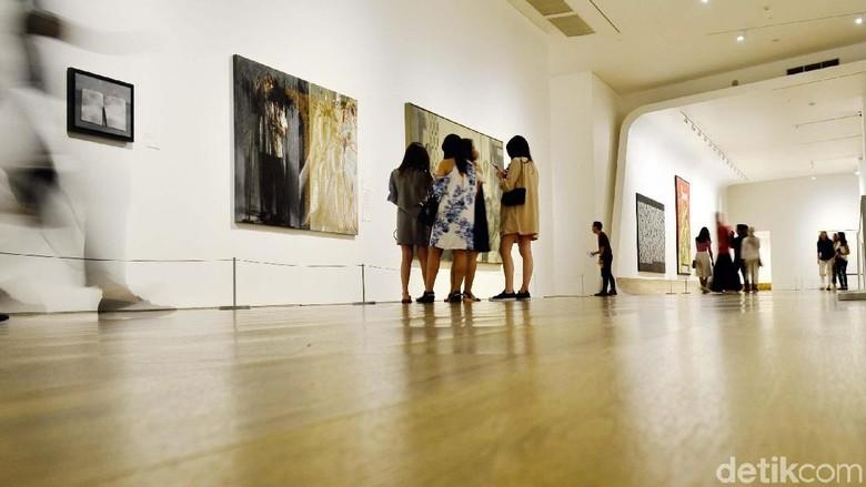 Jangan ngaku pecinta karya seni modern dan kontemporer kalau belum ke Museum Macan ini. Tempatnya oke banget lho.