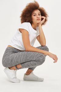 5 Jenis Celana Wajib Punya Buat Kamu yang Hobi Liburan