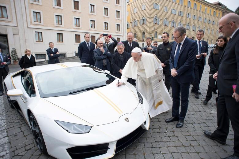 Lamborghini Paus Fransiskus. Foto: Reuters