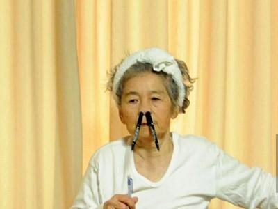 Unik! Nenek Ini Awet Muda berkat Hobi Bikin Foto Lucu