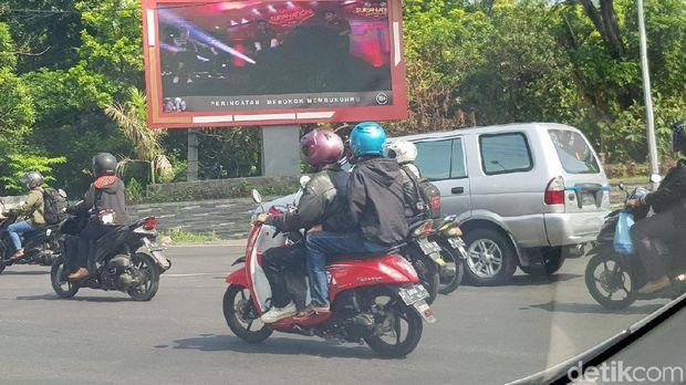 Reklame di Tapal Batas Surabaya Akhirnya Dibongkar