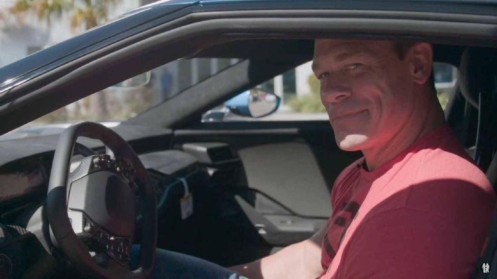 Naik Ford GT 2017, John Cena Kesulitan Masuknya