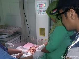 Miris! Bayi Perempuan Ditemukan di Toilet SPBU Mojokerto