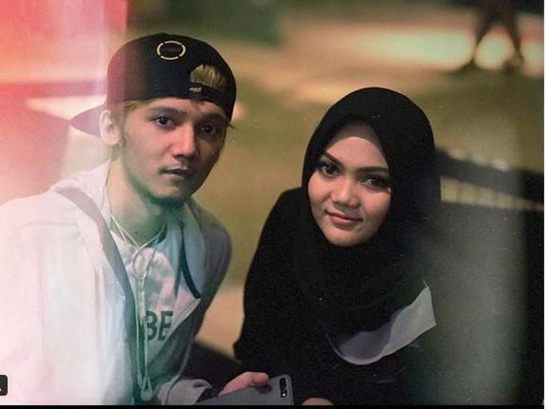 Giliran Kembaran Bicara soal Rina Nose yang Dihujat Lepas Hijab