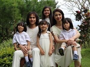 Vino G Bastian Dilirik Perankan Chrisye setelah Tampil di Warkop DKI Reborn