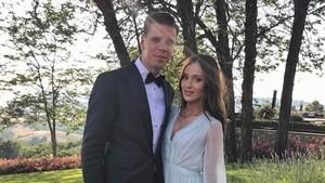 Szczesny Urun Lirik Lagu di Album Istri