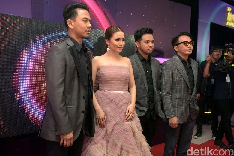 Geisha saat menghadiri AMI Awards di TMII, Jakarta Timur pada Kamis (16/11) malam. Pool/Noel/detikFoto.
