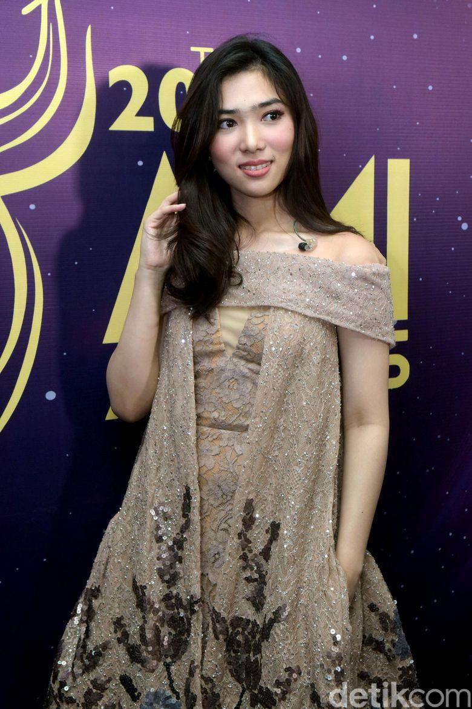 Isyana saat ditemui di acara Anugrah Musik Indonesia di TMII, Jakarta Timur pada Kamis (16/11) malam. Pool/Noel/detikFoto.