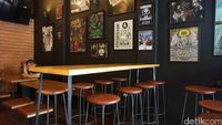 Lawless Burgerbar yang memiliki interior heavy metal rock.