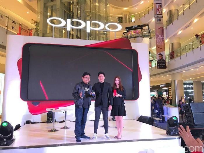 Penjualan perdana Oppo F5. Foto: Adi Fida Rachman/detikINET