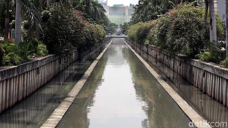Foto: Potret Sungai Jakarta yang Kian Berubah
