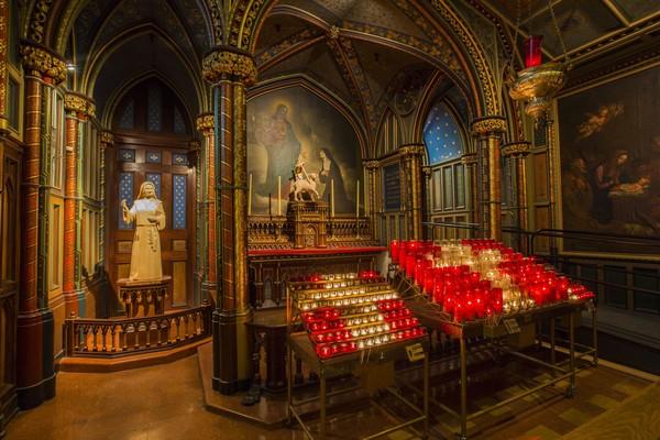 Nama-nama besar Prancis seperti Napoleon Bonaparte dan penulis kenamaan Victor Hugo diketahui pernah terlibat langsung untuk menyelamatkan Gereja Katedral Notre Dame di masa kelamnya (Thinkstock)