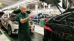 Kok Jose Mourinho Jadi Mandor di Pabrik Jaguar Land Rover?